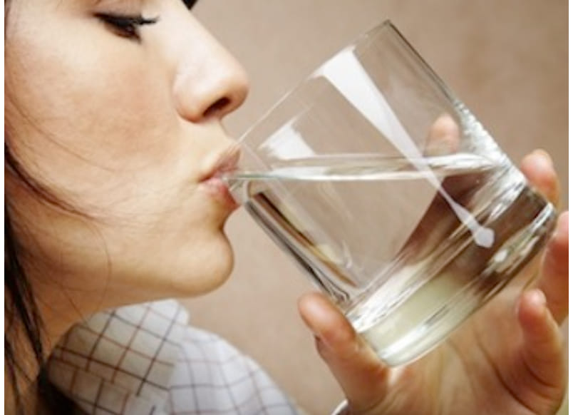 ** Ma se Bevo Molta Acqua, anche la mia Pelle è Idratata??**